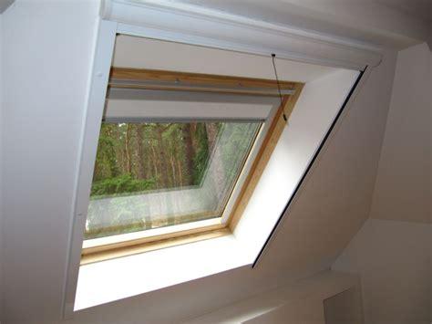 fliegengitter dachfenster roto dachfenster insektenschutzrollo