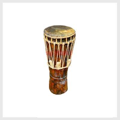 Alat musik ini dimainkan dengan cara digesek. Mengulas 15 Alat Musik Tradisional Kalimantan Barat Secara Lengkap!