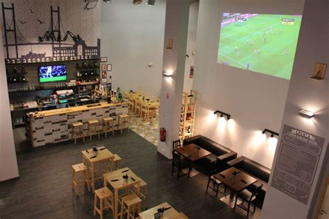 lisbon house of pizza the best sports bars in lisbon to see a football match or