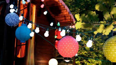 suspension cuisine ambiance guinguette dans le jardin