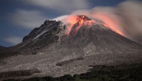 gunung berapi aktif  indonesia bromo travelindo