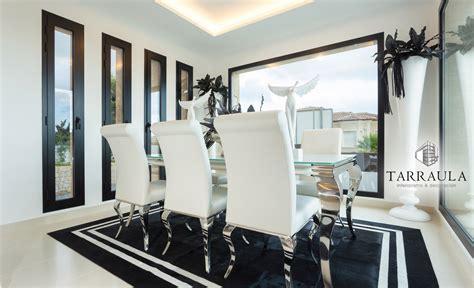 decoracion comedor blanco negro muebles silla acero blanco
