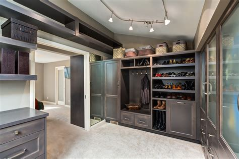 Master Bedroom, Ensuite and Walk in Closet   Transitional   Closet   calgary   by Kon strux