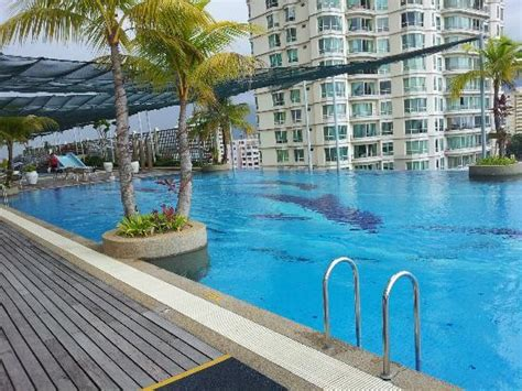 swimming pool picture  bayview hotel georgetown penang