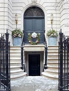 Eingangsbereich Außen Dekorieren : weihnachtliche dekoration f r einen festlichen hauseingang ~ Buech-reservation.com Haus und Dekorationen
