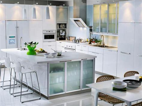 poignet cuisine cuisine en l moderne avec îlot en 108 photos magnifiques