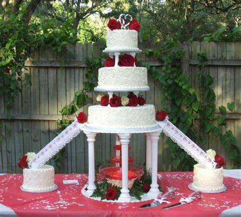 Red And White Roses Wedding Cake With Fountain Ipunya