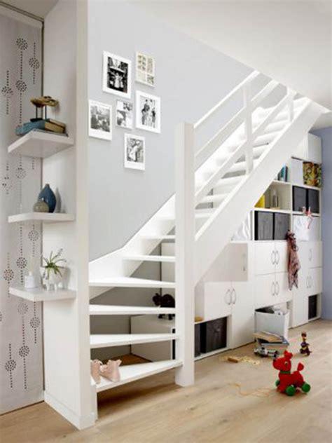 sous bureau ikea aménager l espace sous un escalier viving