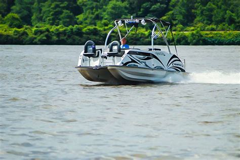 Caravelle Boats For Sale By Owner by Razor 247 Etoon By Caravelle Boating World