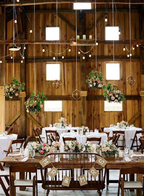 ide dekorasi pelaminan pernikahan rustic