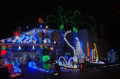 best christmas lights in florida top spots to see christmas decorations cbs miami