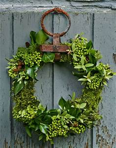 Holiday Wreath Ideas Make a Fresh Holiday Wreath
