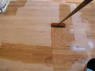 Applying Polyurethane To Hardwood Floors by Polyurethane Finish Get A Smooth Gleaming Professional
