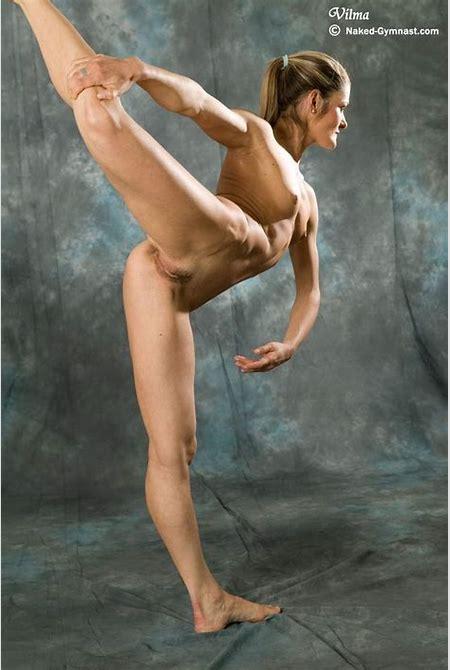 Beautiful nked nude dancer