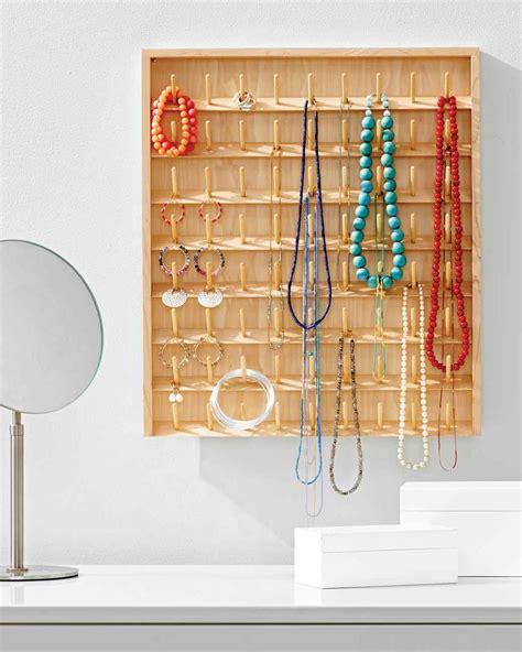 diy jewelry organizers  ways  untangle  necklaces