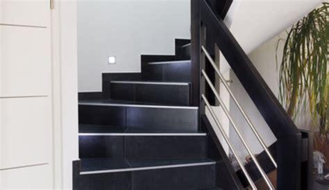 joint plinthe cuisine poser du carrelage dans l 39 escalier