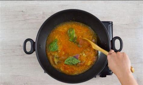 Potong2, 12 butir bawang merah, kunyit secukup nya, 2 bh kemiri, secukupnya garam, gula secukupnya. Resep Ikan Kuah Kuning dari Timur - Masak Apa Hari Ini?