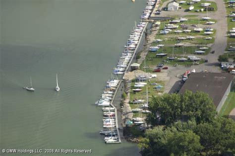 Boat Store Buffalo Ny by Buffalo River Marina In Buffalo New York United States