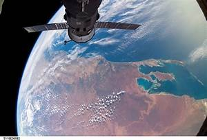 Space in Images - 2007 - 01 - View of the Earth looking ...