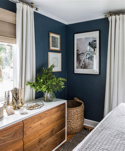 blaue wand wohnzimmer blaue wand im schlafzimmer inspiration interior einrichtung dekoration schlafzimmer