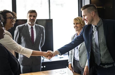 Top 9 International Business Negotiation Strategies & Tips