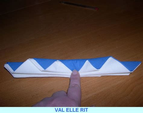 pliage de serviette en papier 2 couleurs facile
