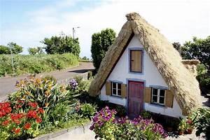 les maisons au toit de chaume de madere With maison toit de chaume