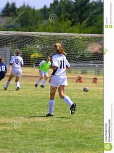 Kindergeburtstag Fußball Spiele : m dchen die fu ball spielen stockfoto bild von spiel uniform 2792296 ~ Eleganceandgraceweddings.com Haus und Dekorationen