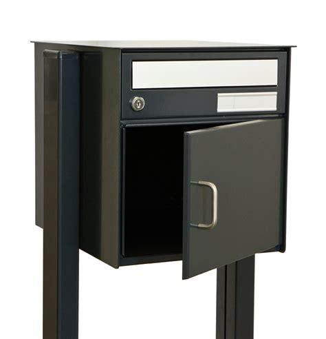 briefkasten freistehend anthrazit briefkasten syma freistehend sockelmontage in ral 7016