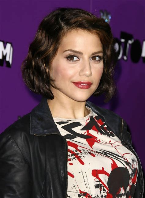 brittany murphy short curly bob hairstyle spring styles weekly