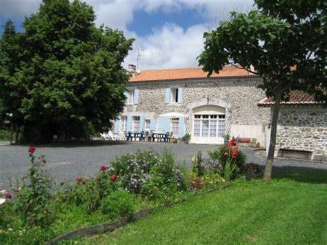 192 vendre belle maison charentaise en pierres apparentes