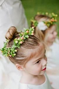 Couronne De Fleurs Mariage Petite Fille : 56 id es pour choisir et faire la plus jolie coiffure de mariage pour petite fille mini ~ Dallasstarsshop.com Idées de Décoration