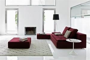 la couleur bordeaux un accent dans linterieur contemporain With tapis de gym avec canape beige dehoussable