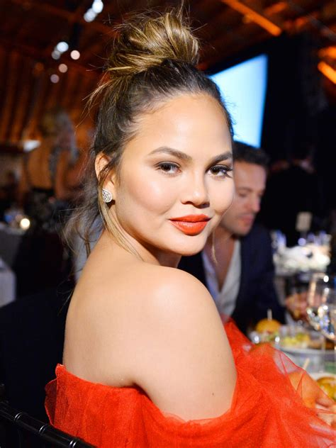 chrissy teigen posted  tearful video  missing
