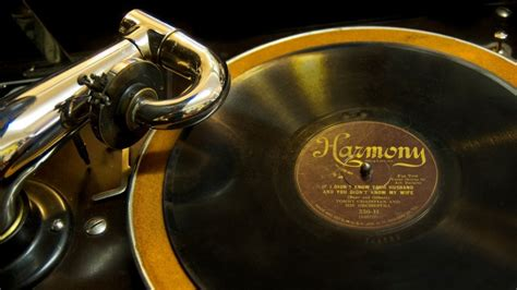 golden phonograph  wallpaper