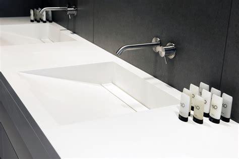 plan de travail cuisine en resine de synthese mobilier résidentiel solid surface aménagement caluire