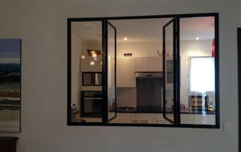 une marquise en cuisine verrière intérieur style atelier artiste avec ouvrants