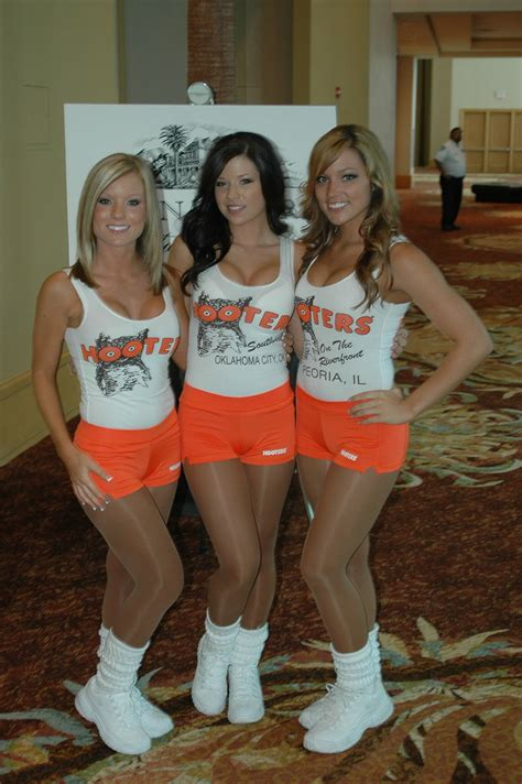 Hooter Girls In Full Uniform Greeting Guests Hootervillefan Flickr