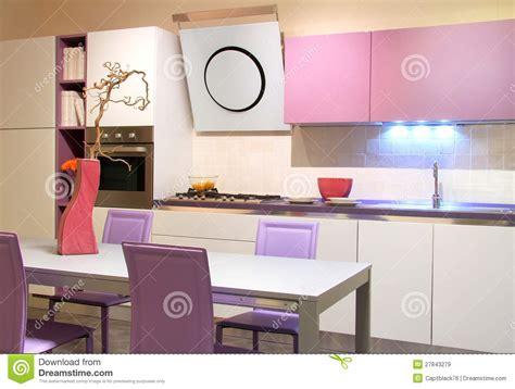 cuisine a et z de cuisine et crème modernes image stock image du pourpré blanc 27843279