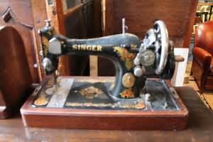 Ancienne Machine A Coudre : ancienne machine a coudre singer a manivelle puces d 39 oc ~ Melissatoandfro.com Idées de Décoration