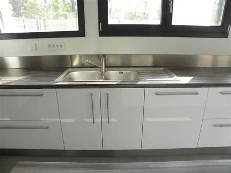 cuisine blanche laquee cuisine moderne laquée blanc brillant gilles martel