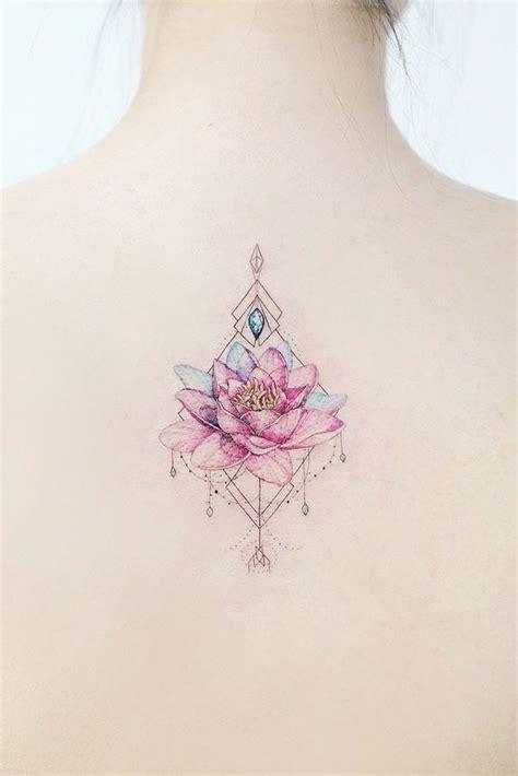kwiat lotosu  niezwykle kobiecych tatuazy ktore cie