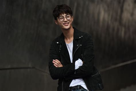 When flowers bloom, i think of the moon (kbs2, 2021) record of youth (tvn, 2020) flower crew: byeon woo seok