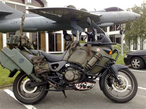 awesome survival bikes    world throws