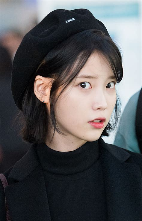 File:IU at Incheon airport, 6 January 2017 05