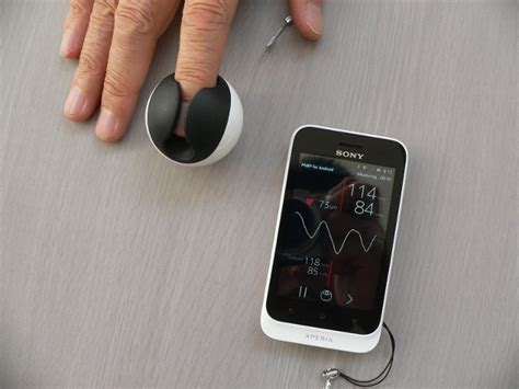ICMe Cuffless Finger Blood Pressure Monitor Sends Results