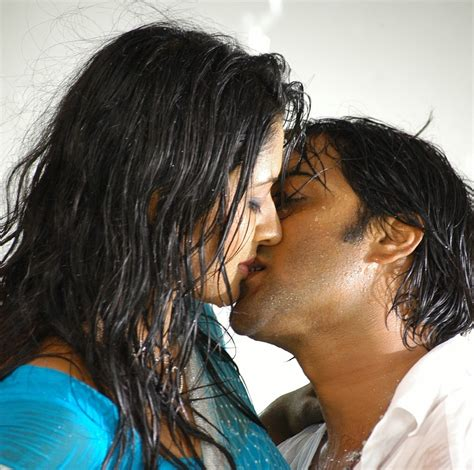Hot Bollywood Actress Lip Kiss Pics Hd Group Sex