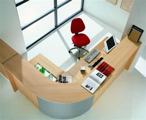 ordinateur de bureau configuration sur mesure normes espace de travail surface minimale bureau