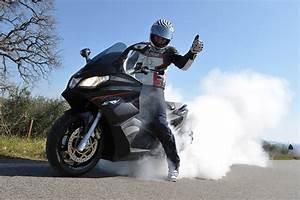 Scooter Aprilia 850 : aprilia srv 850 worlds fastest scooter is here ~ Medecine-chirurgie-esthetiques.com Avis de Voitures