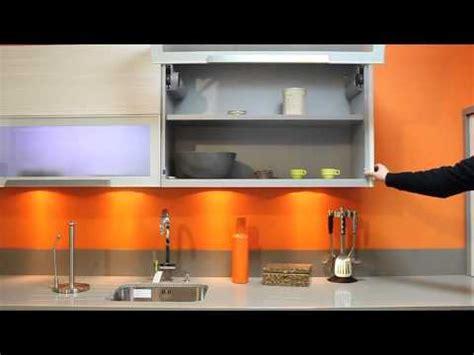 cuisine orange cuisine mur orange placard motorise